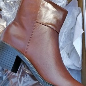 Brand new womans boots